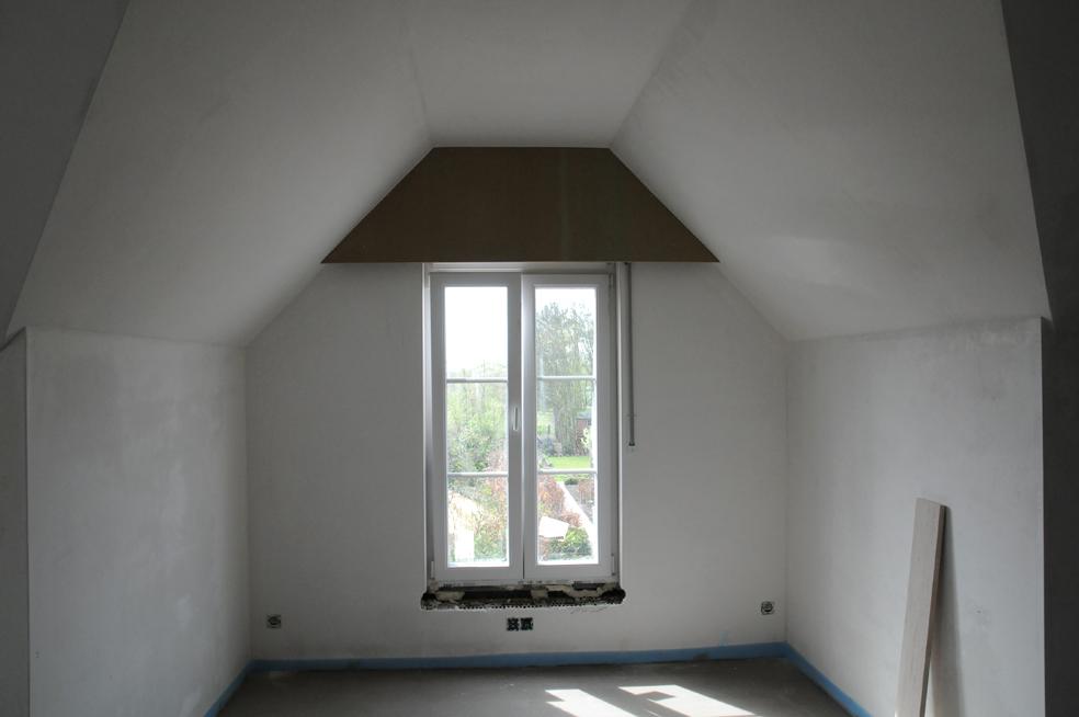 Kleine zolderkamer inrichten als slaapkamer for - Idee amenagement zolder klein volume ...