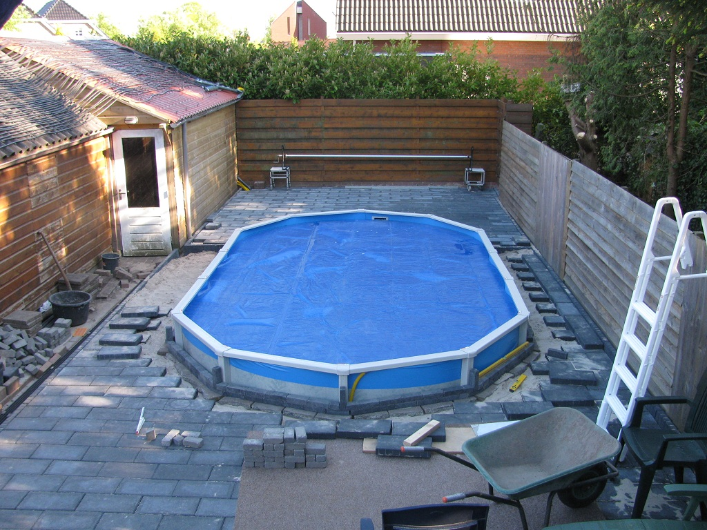 Bouw zwembad - Ontwikkeling rond het zwembad ...