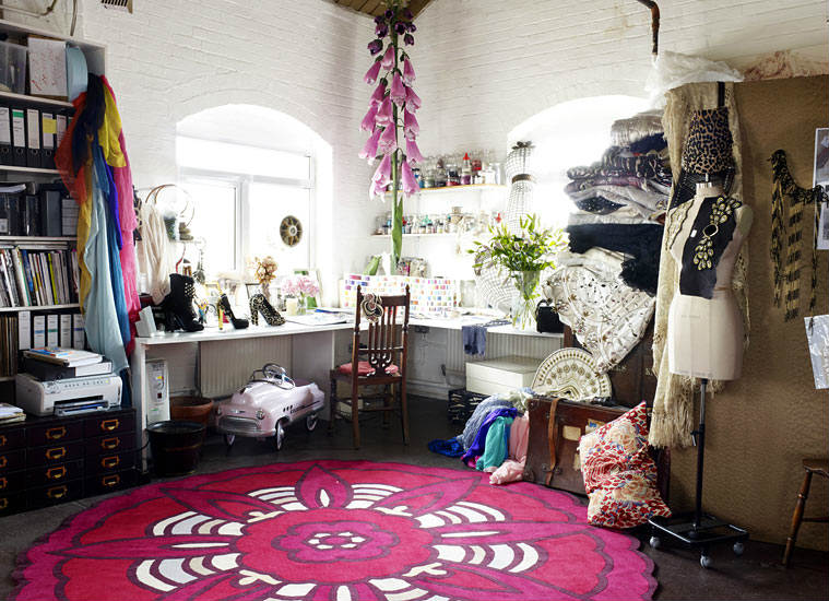 fashion cats. Black Bedroom Furniture Sets. Home Design Ideas