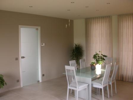 Welke soort bruine kleur muur voor in de woonkamer viva for Welke muur verven woonkamer