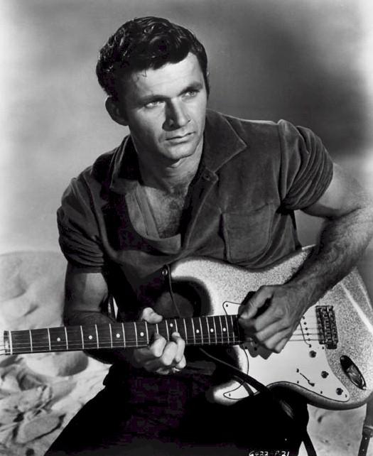 Dick Dale gazte garaian; surf gitarraren erregea Donostian arituko da aurki