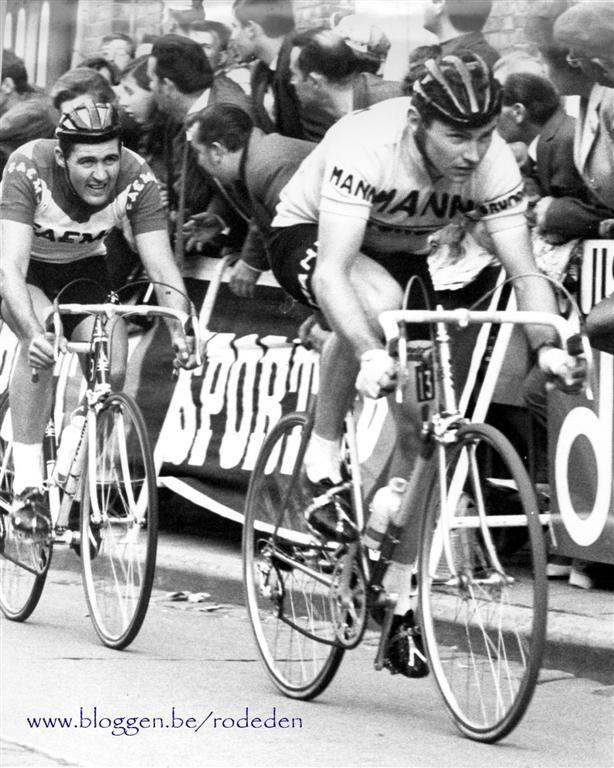 1bd587d8d1c139 Gisteren werd in Turnhout afscheid genomen van de 69-jarige ex-prof Vic Van  Schil. Onderstaande foto (Moorsele 1968 )   Daniël Van Ryckeghem en Vic Van  ...
