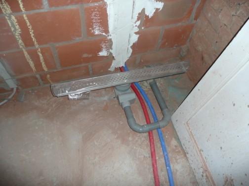 Gamma Verf Voor Badkamer ~ waterleidingen en afvoer in de badkamer voor lavabo en inloopdouche